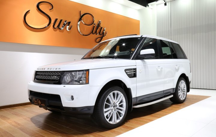 """2013 RANGE ROVER SPORT """"HSE"""" – FSH – AL TAYER WARRANTY – IMMACULATE CONDITION"""
