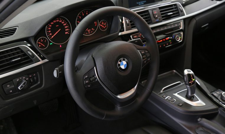 BMW 318i 1.5L 3CYL TWIN TURBO